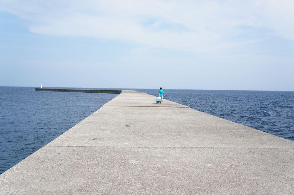 宇出津港を歩く